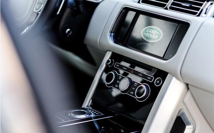 In the J.D. Power 2020 Manufacturer Website Evaluation StudySM—Winter, Land Rover and Mitubishi ranked highest in respective segments. - Photo byDariusz Sankowski viaPixabay