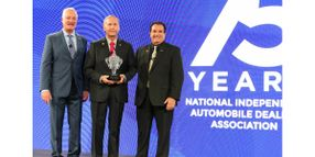 Henry Mullinax Receives Michael R. Linn NIADA Lifetime Achievement Award