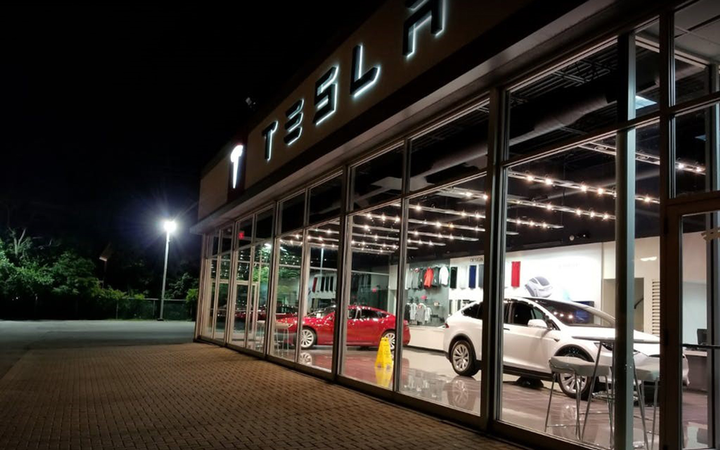 B+E announced the availability of a Tesla dealership and service center in Lyndhurst, Ohio, east of Cleveland. 
