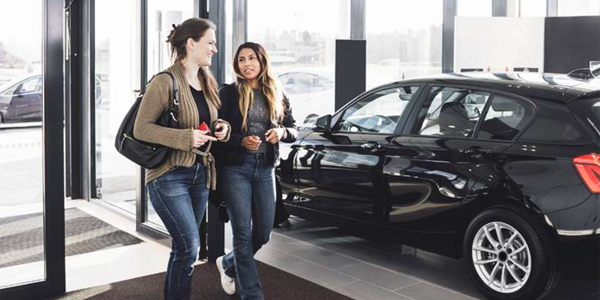 More car buyers armed with high credit scores are defecting from the showroom to the used-car...