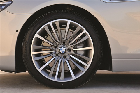 Lease customers must be made aware that they must replace damaged wheels at lease end.