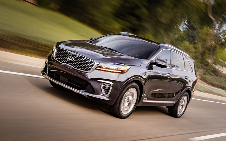 The 2019 Kia Sorento leads Kelley Blue Book's latest annual list of the top sales and lease deals for Independence Day week. 